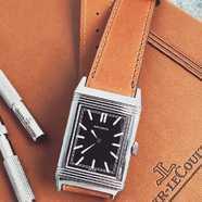 Après la Jaeger Lecoultre Duometre Travel Time, intéressons nous désormais à une création d'exception sur la Jaeger Lecoultre Reverso Black Dial.  Lien de notre e-boutique en bio !  #montre #bracelet #watch #jaegerlecoultre #reverso #blackdial